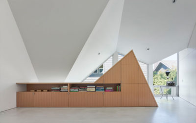 modern-pitched-roof-amaroso-residence-(feature)